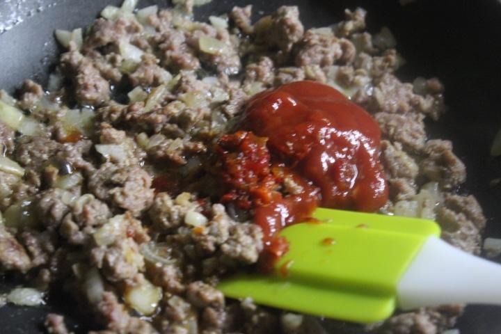 """Фото рецепта - """"Болоньезе"""" из говядины – вкусный соус для пасты - шаг 4"""