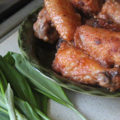 Острые куриные крылышки с чили в соевом соусе - рецепт с фото