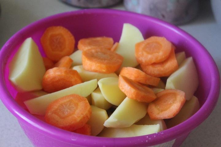 Фото рецепта - Корнеплоды с черемшой, запеченные в рукаве - шаг 1