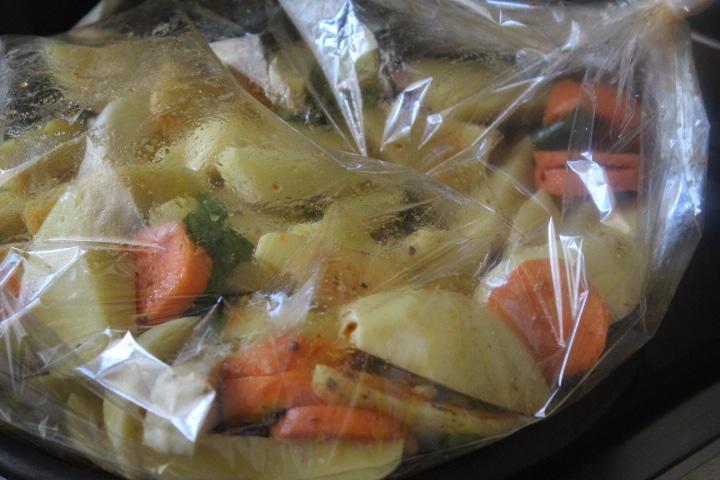 Фото рецепта - Корнеплоды с черемшой, запеченные в рукаве - шаг 5
