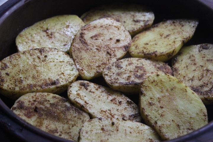 Фото рецепта - Запеченная картошка с беконом и луком - шаг 2