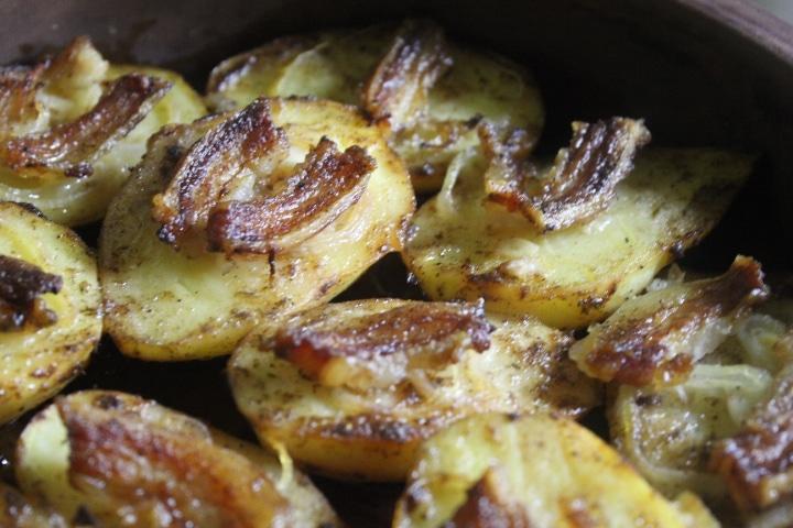 Фото рецепта - Запеченная картошка с беконом и луком - шаг 7