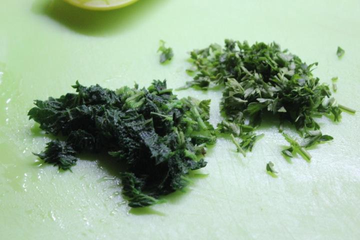 Фото рецепта - Пряное ризотто с молодой крапивой и грибами - шаг 6