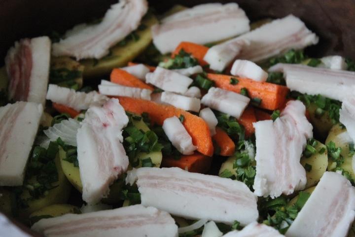 Фото рецепта - Печеные овощи с салом и зеленью в духовке - шаг 4