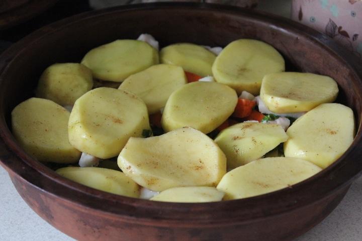 Фото рецепта - Печеные овощи с салом и зеленью в духовке - шаг 5
