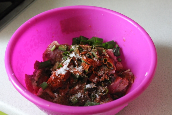 Фото рецепта - Жаркое из картофеля и свинины в томатном соусе - шаг 1
