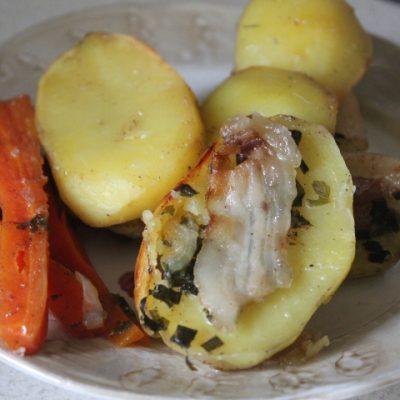 Печеные овощи с салом и зеленью в духовке - рецепт с фото