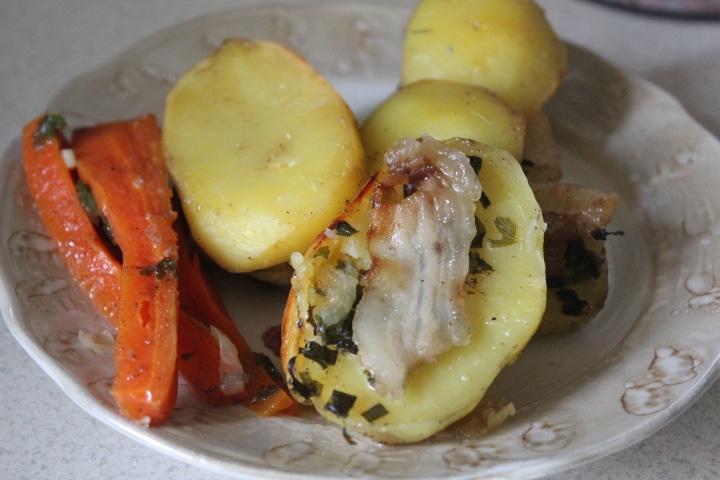 Печеные овощи с салом и зеленью в духовке