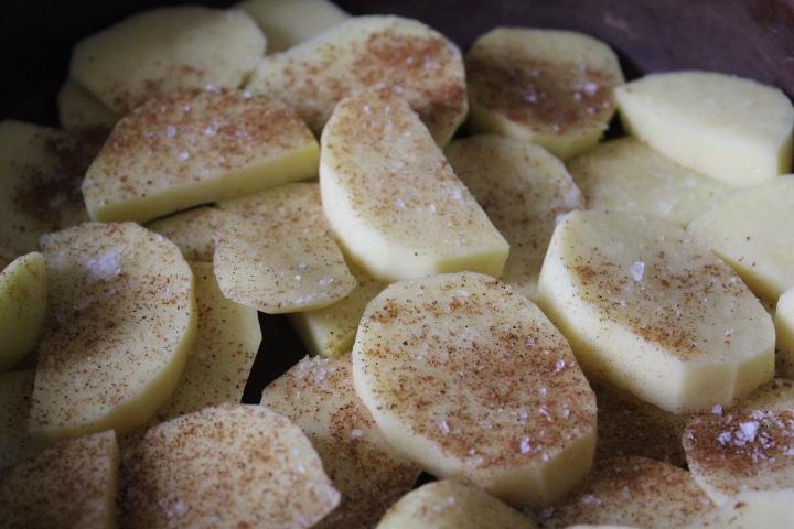 Фото рецепта - Жаркое из картофеля и свинины в томатном соусе - шаг 3