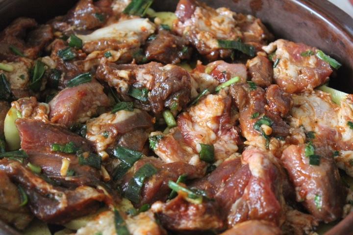Фото рецепта - Жаркое из картофеля и свинины в томатном соусе - шаг 4
