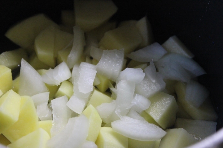 Фото рецепта - Яичный суп на скорую руку - шаг 1