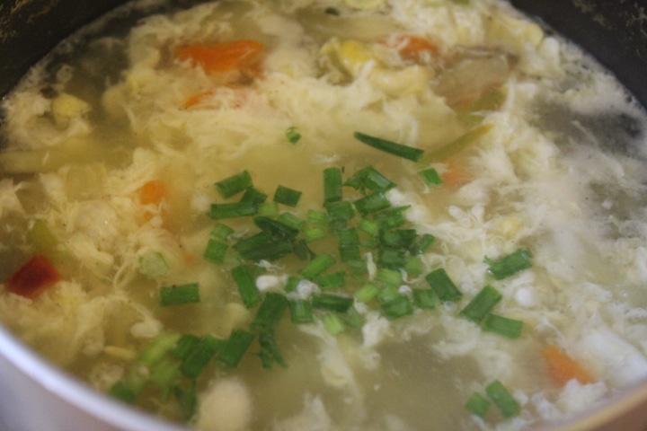 Фото рецепта - Яичный суп на скорую руку - шаг 4