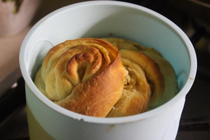 Фото рецепта - Кулич-краффин с сухофруктами и цукатами - шаг 12