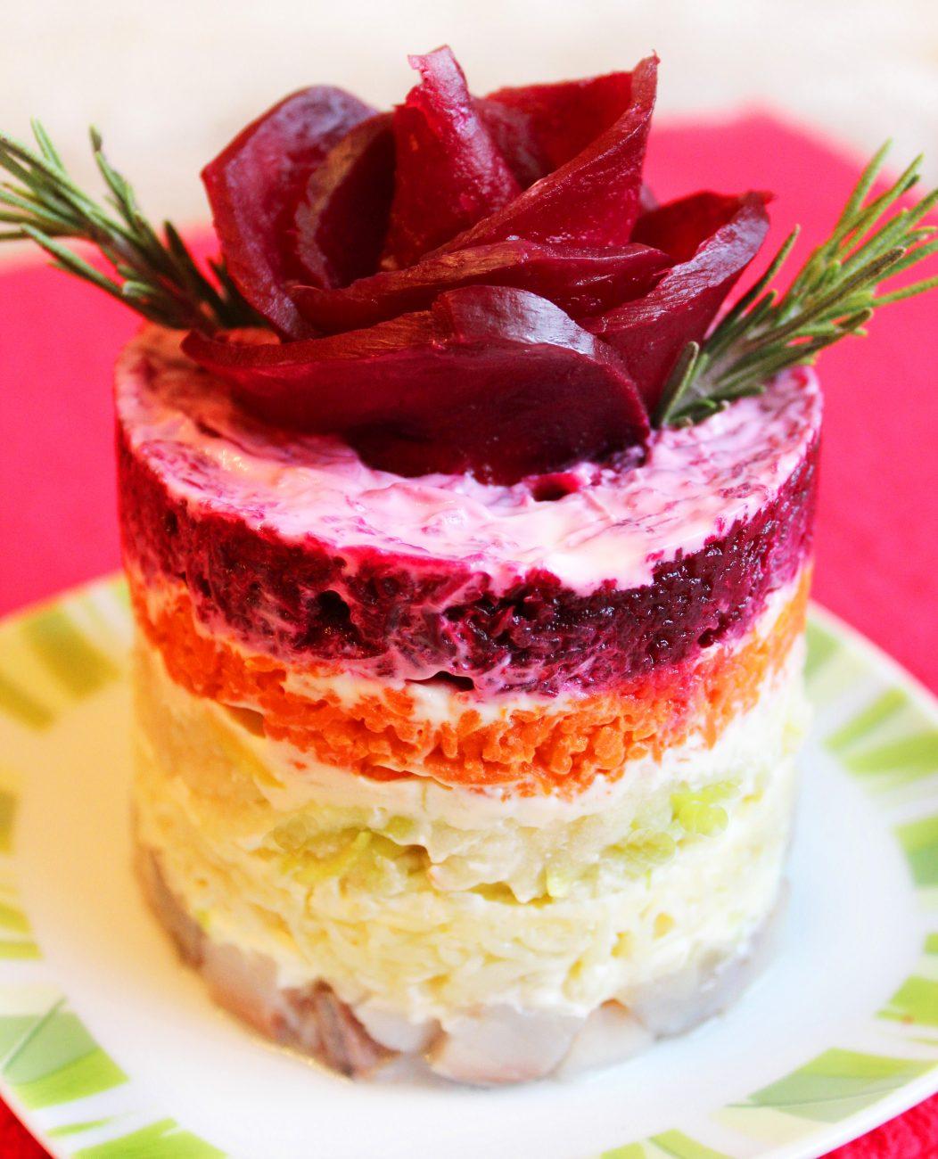 Порционный салат «Селедка под шубой» с яблоком без яиц (постный)