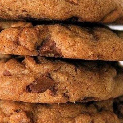 Печенье на молоке с шоколадом и орехами - рецепт с фото