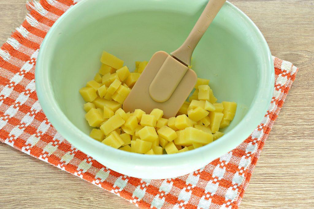 Фото рецепта - Салат с редиской и картофелем - шаг 1