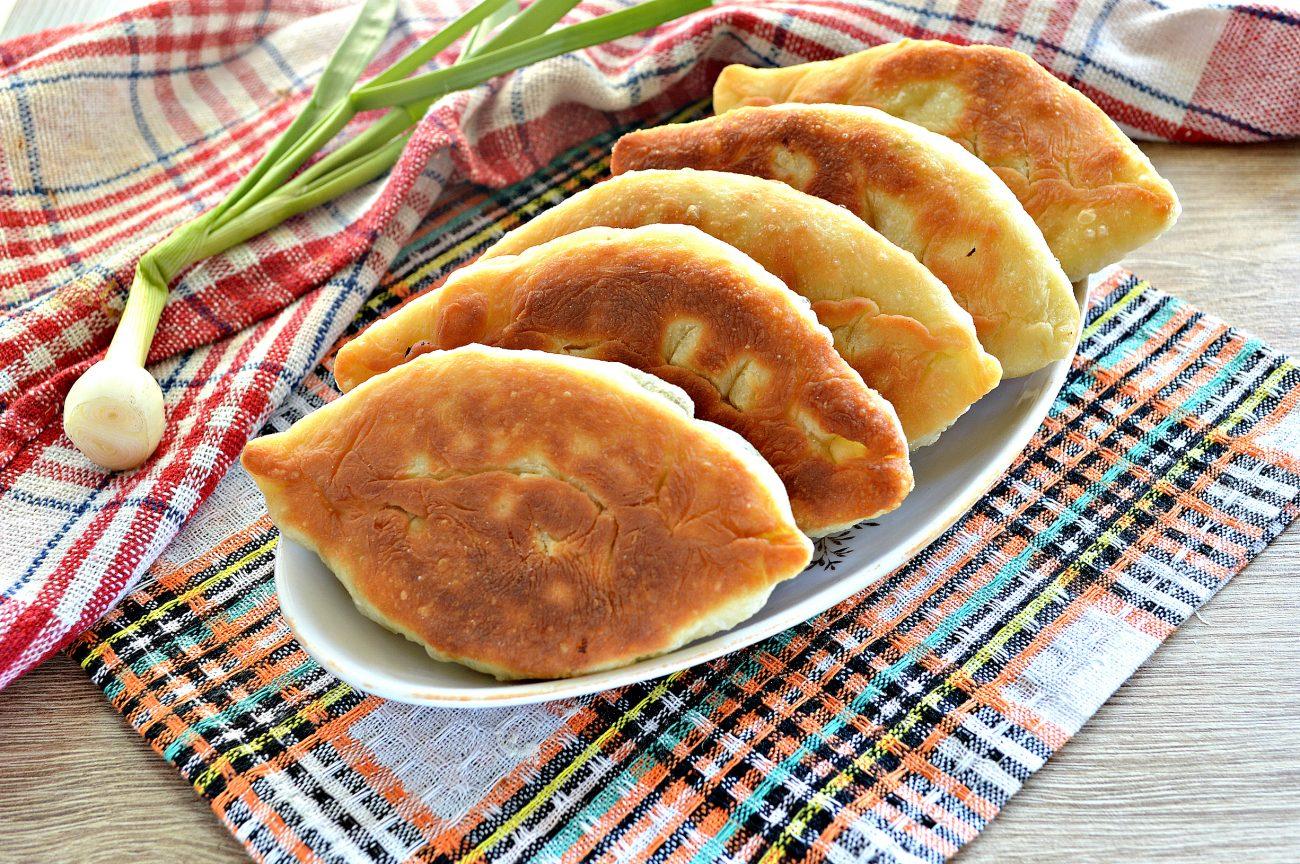 Жареные пирожки с рисом и яйцом