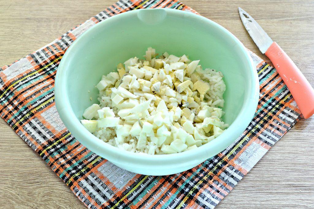 Фото рецепта - Жареные пирожки с рисом и яйцом - шаг 2