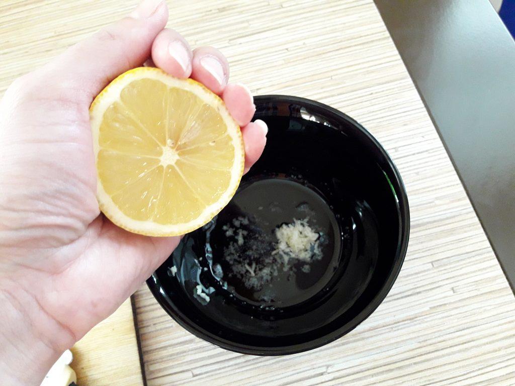Фото рецепта - Салат с тунцом и стручковой фасолью - шаг 8