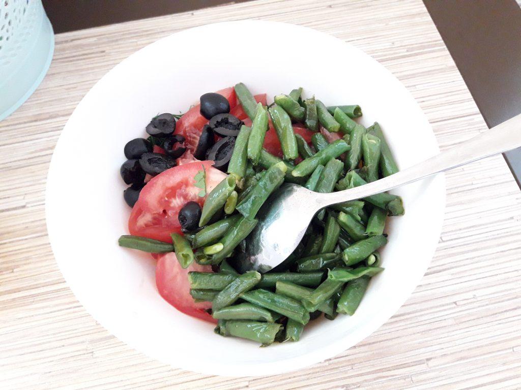 Фото рецепта - Салат с тунцом и стручковой фасолью - шаг 7
