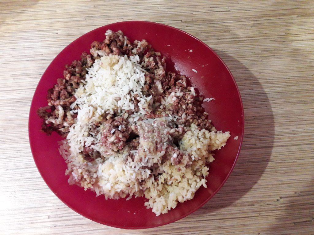 Фото рецепта - Тефтели со сливочно-томатной подливкой, в духовке - шаг 2