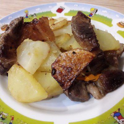 Картофель жаренный с салом - рецепт с фото