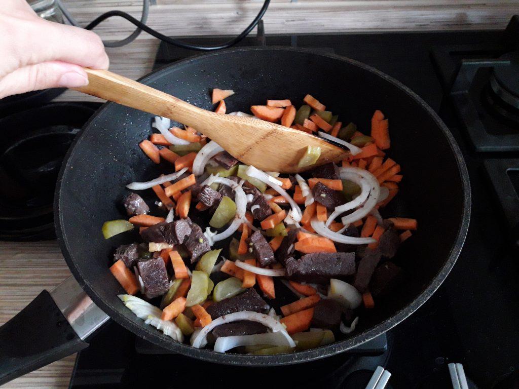Фото рецепта - Аппетитное овощное рагу с мясом - шаг 4