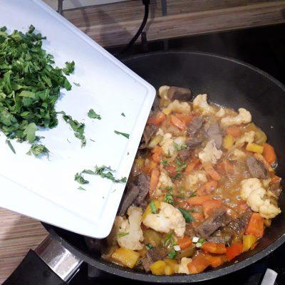 Фото рецепта - Аппетитное овощное рагу с мясом - шаг 11