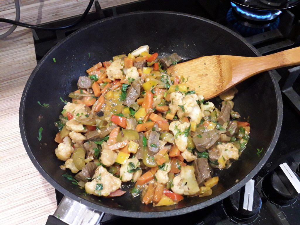 Фото рецепта - Аппетитное овощное рагу с мясом - шаг 12