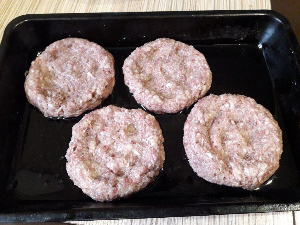Фото рецепта - Гнезда из фарша и картофеля в духовке - шаг 7