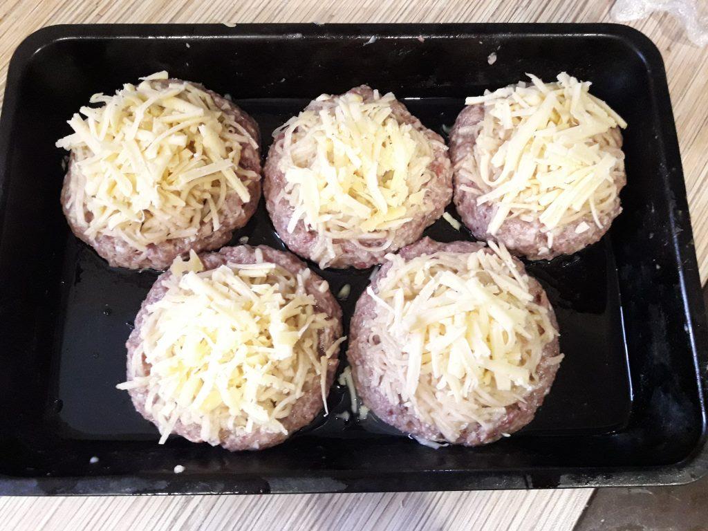 Фото рецепта - Гнезда из фарша и картофеля в духовке - шаг 9