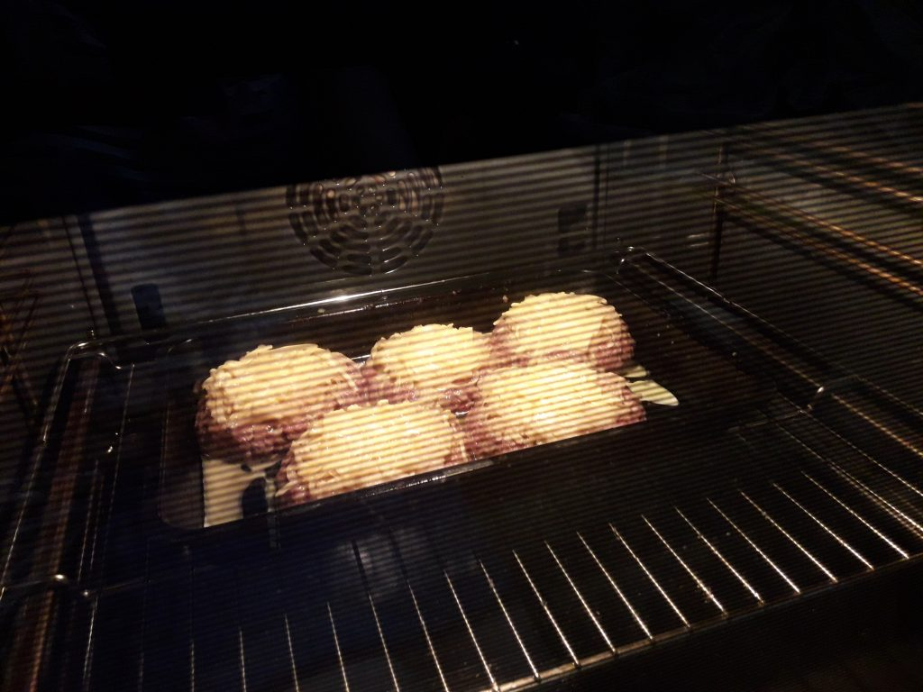 Фото рецепта - Гнезда из фарша и картофеля в духовке - шаг 12