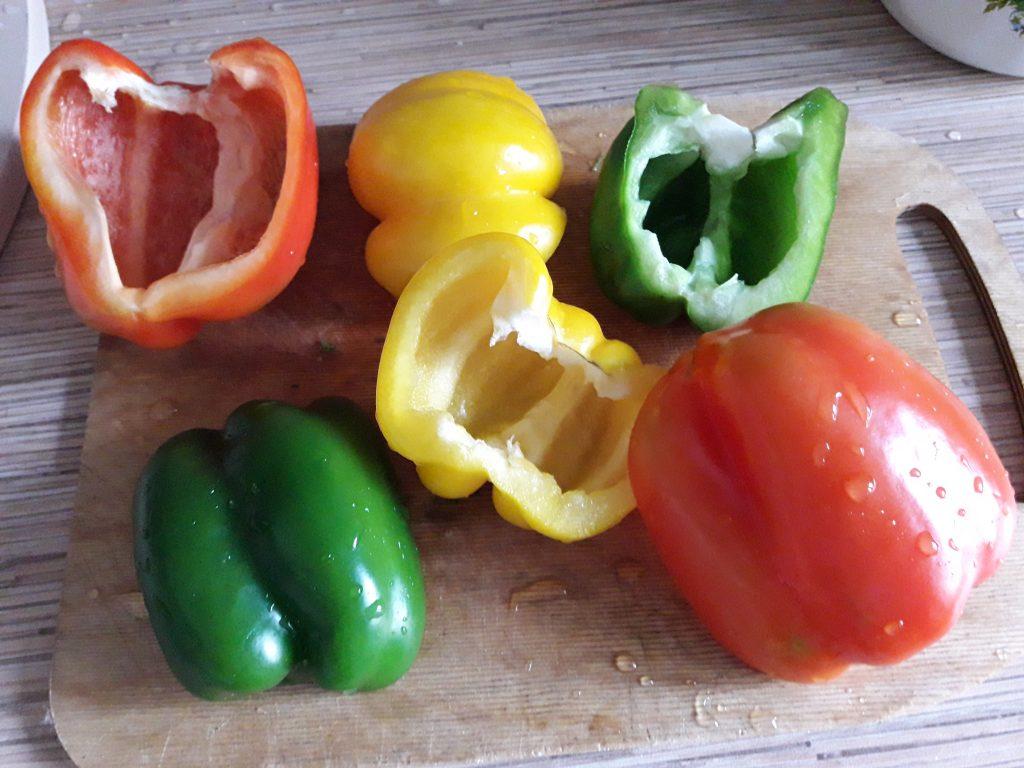 Фото рецепта - Фаршированный перец, запеченный в духовке (половинки) - шаг 5