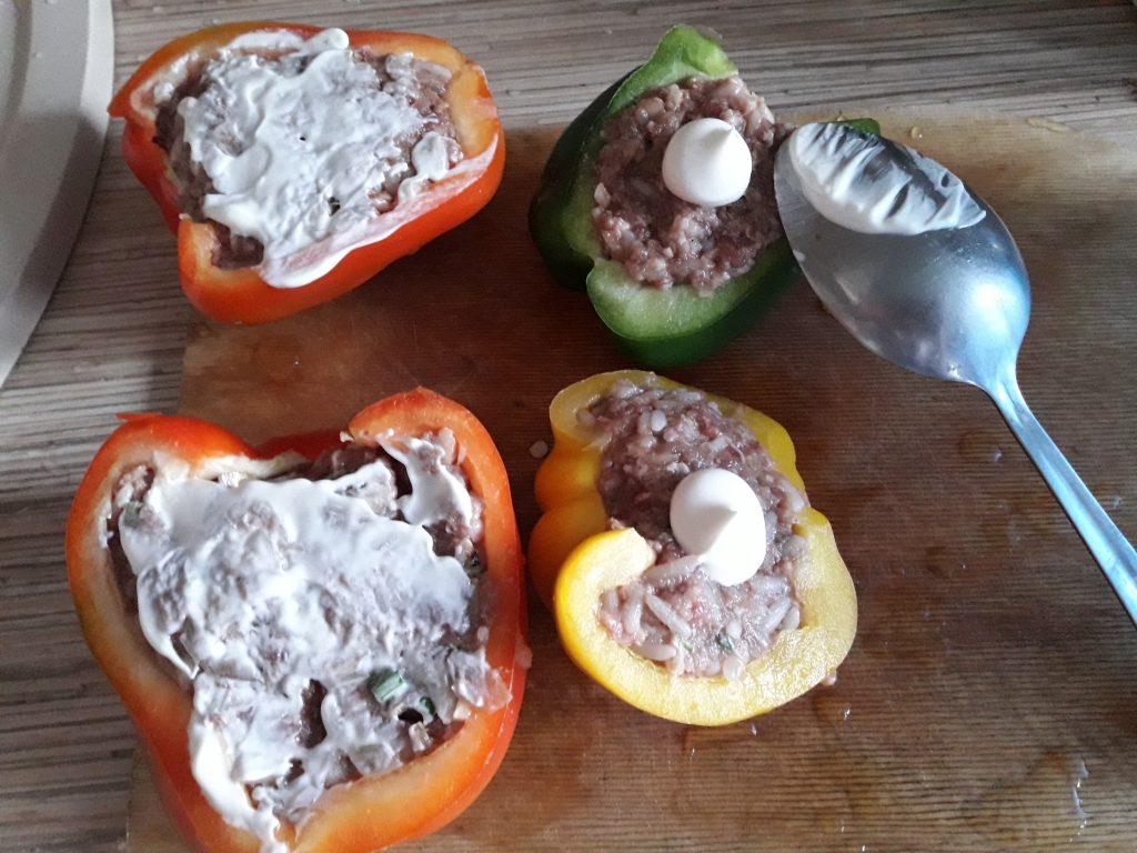 Фото рецепта - Фаршированный перец, запеченный в духовке (половинки) - шаг 6