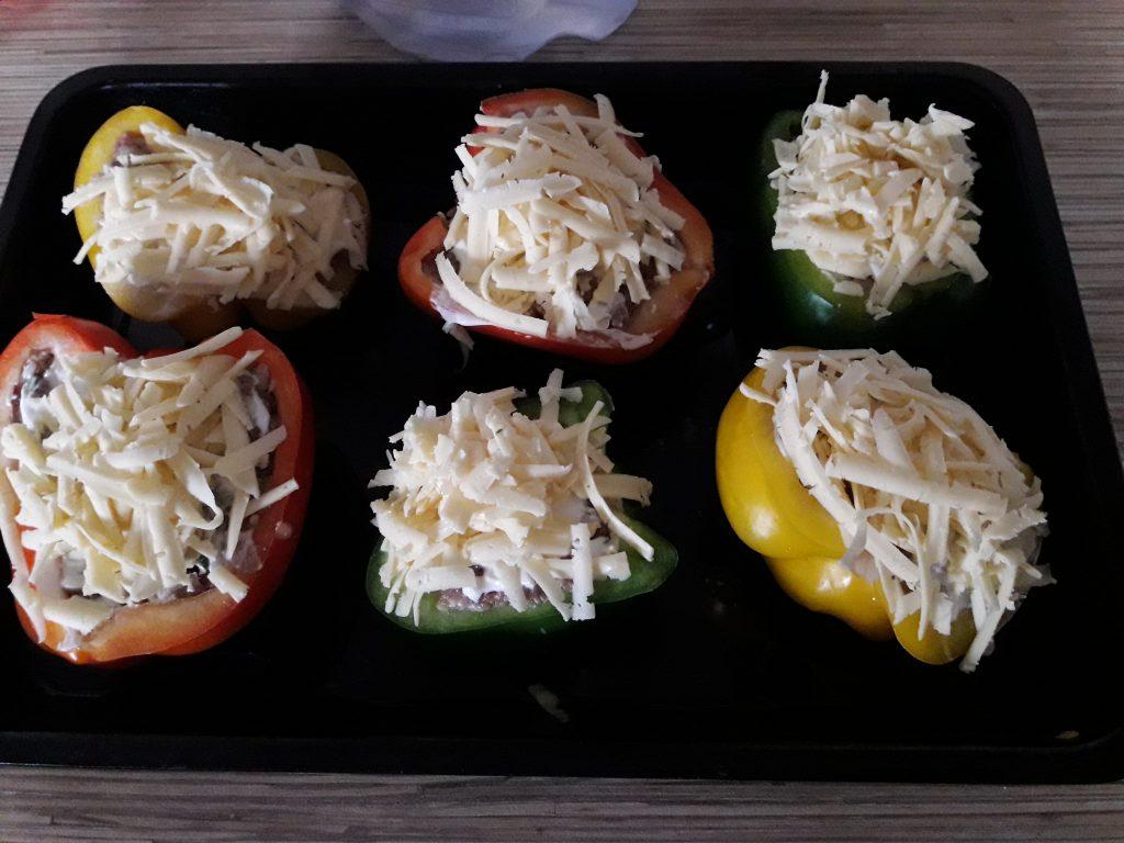 Фото рецепта - Фаршированный перец, запеченный в духовке (половинки) - шаг 7