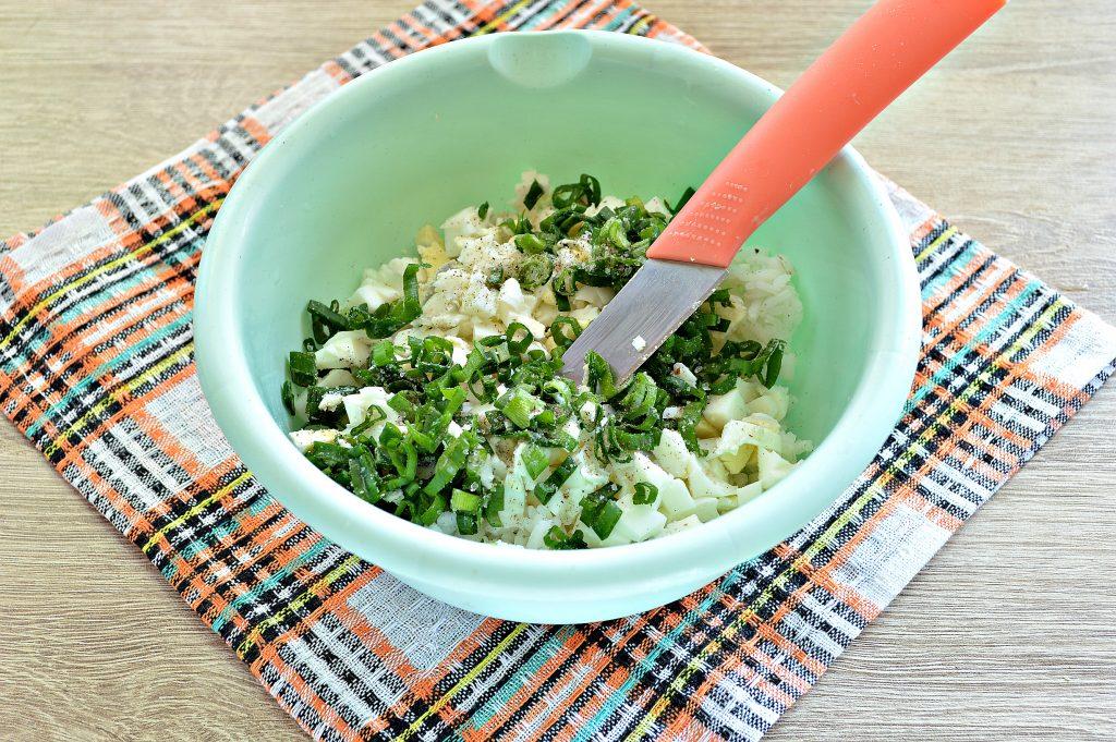 Фото рецепта - Жареные пирожки с рисом и яйцом - шаг 3