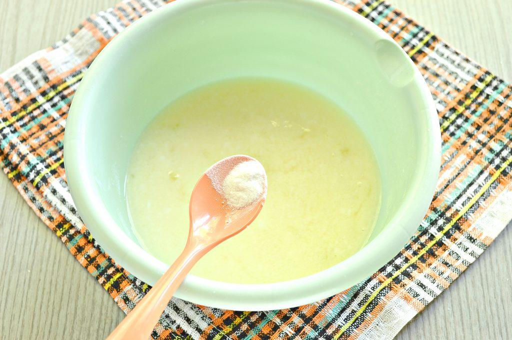 Фото рецепта - Тесто для вареников на кислом молоке - шаг 4