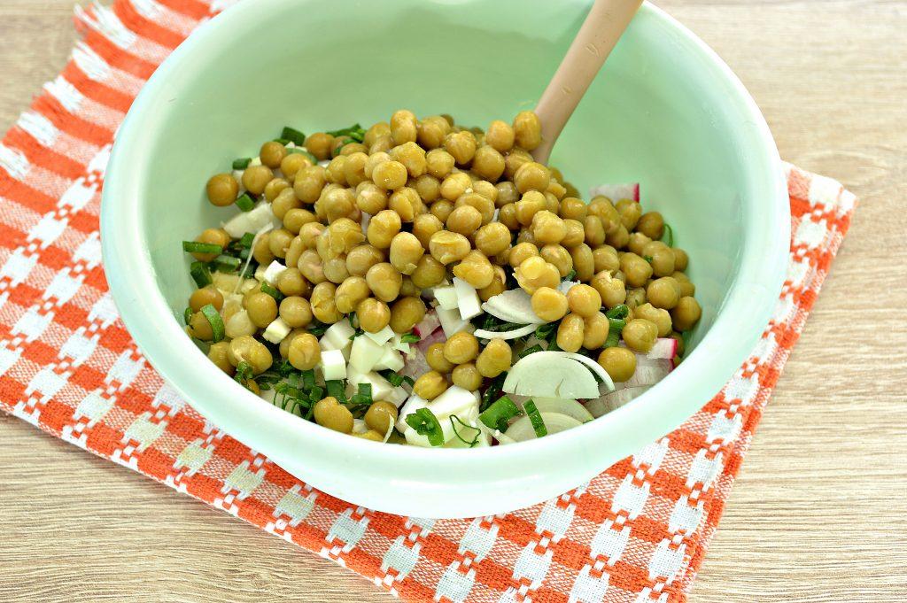 Фото рецепта - Салат с редиской и картофелем - шаг 5