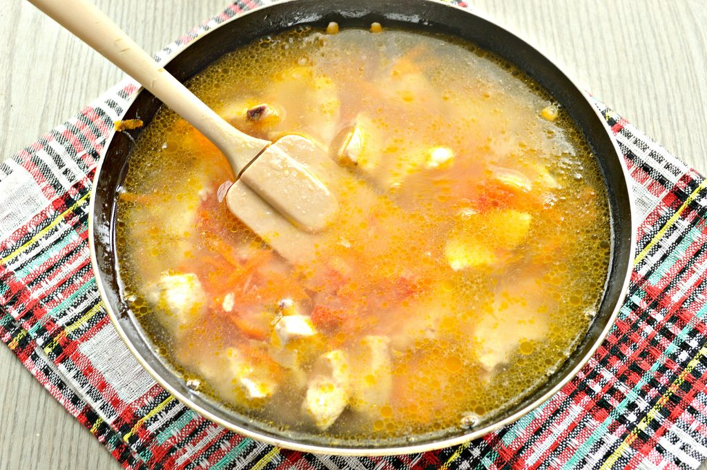 Фото рецепта - Гуляш из куриной грудки с подливкой - шаг 5
