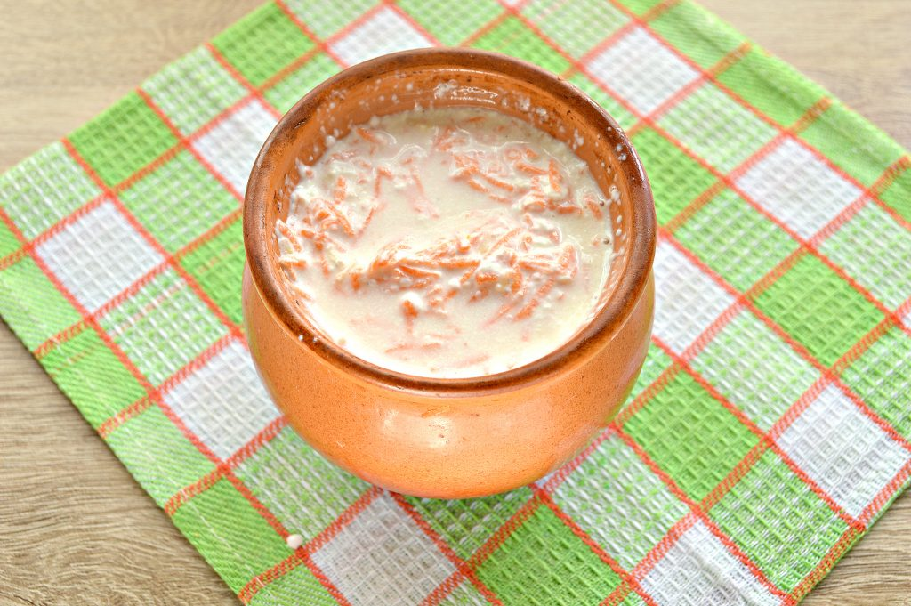 Фото рецепта - Куриные крылышки в горшочке с картофелем - шаг 6