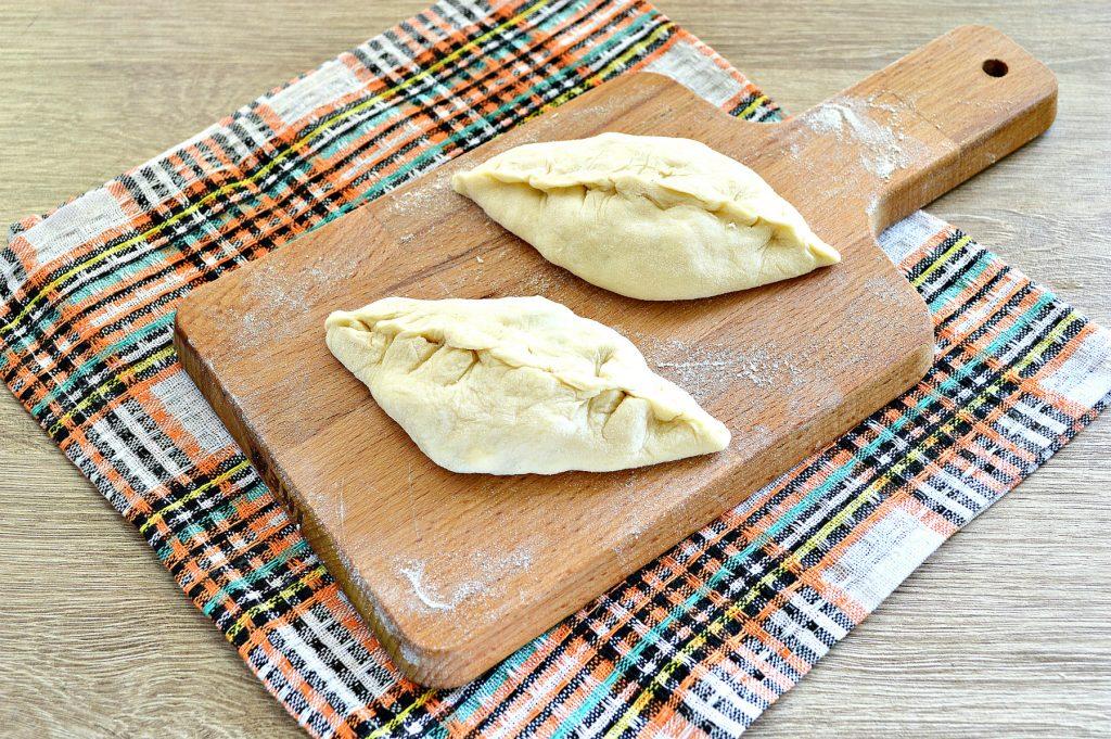 Фото рецепта - Жареные пирожки с рисом и яйцом - шаг 7