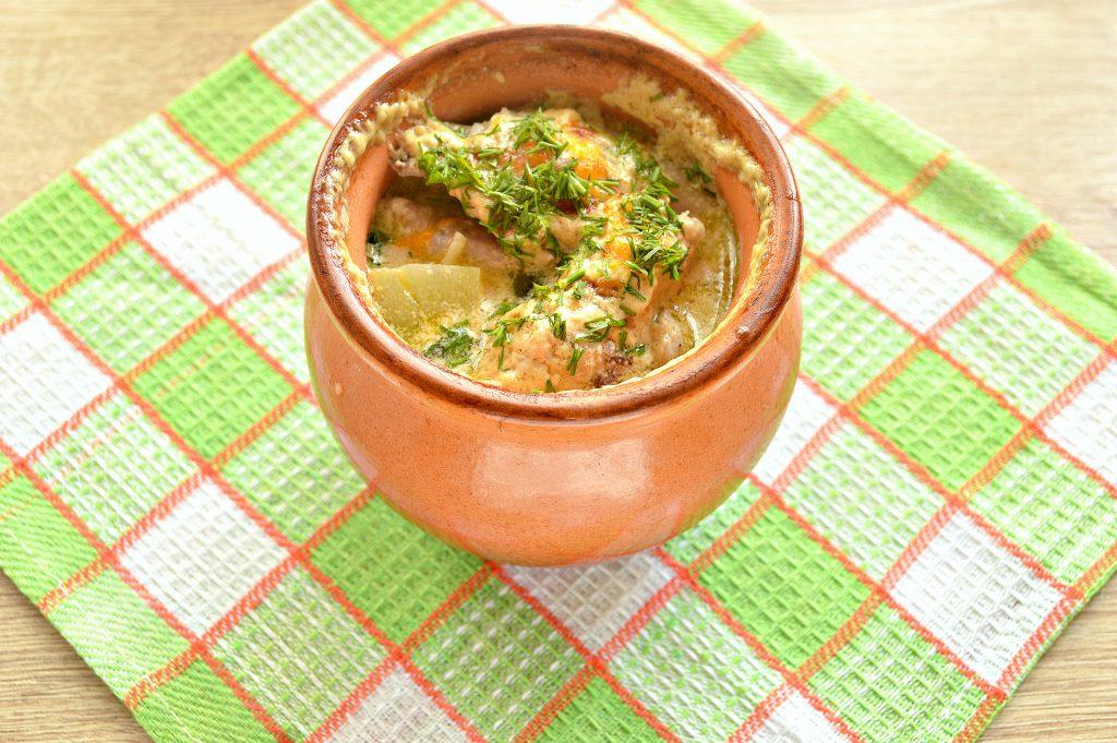 Фото рецепта - Куриные крылышки в горшочке с картофелем - шаг 7