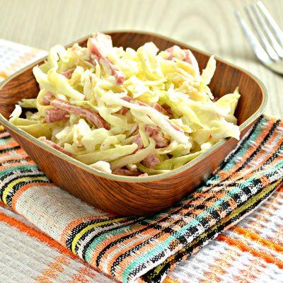 Салат из молодой капусты с сыром и колбасой - рецепт с фото
