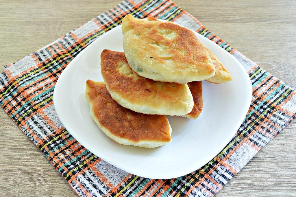 Фото рецепта - Жареные пирожки с рисом и яйцом - шаг 9