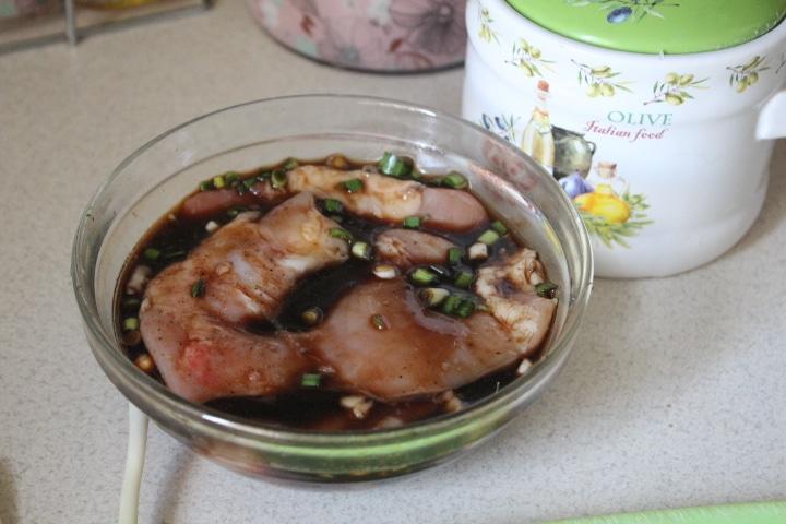 Фото рецепта - Куриные стейки в чесночной заправке - шаг 4