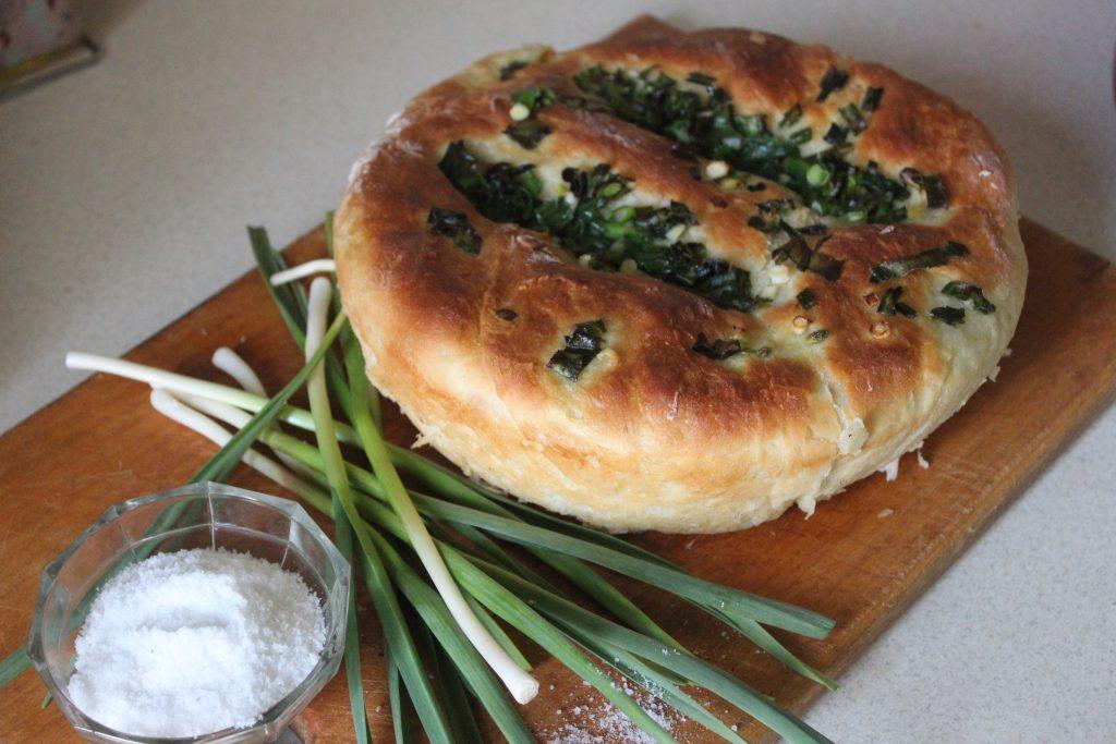 Фото рецепта - Чесночный хлеб к томатному супу или борщу - шаг 5