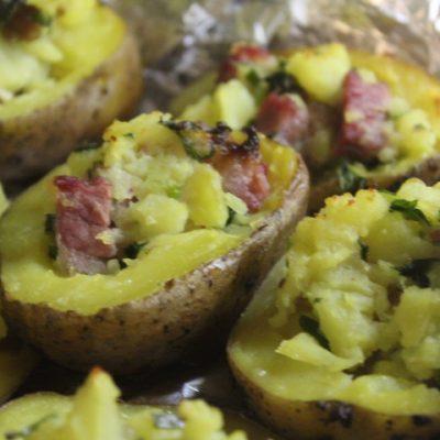 Фаршированный картофель с копченостями - рецепт с фото