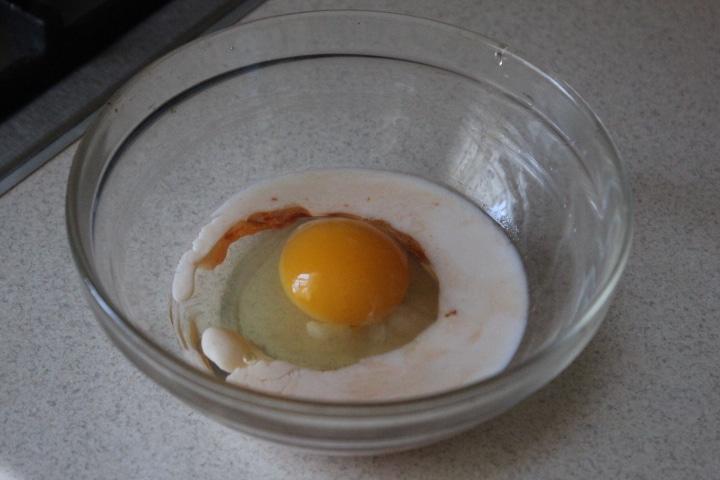 Фото рецепта - Сэндвичи с моцареллой к завтраку - шаг 1