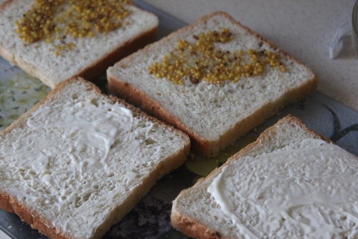 Фото рецепта - Сэндвичи с моцареллой к завтраку - шаг 2