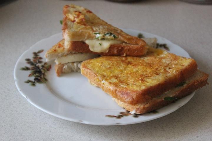Фото рецепта - Сэндвичи с моцареллой к завтраку - шаг 6